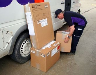 HTS_Systems_FedEx_Express_parcel_driver