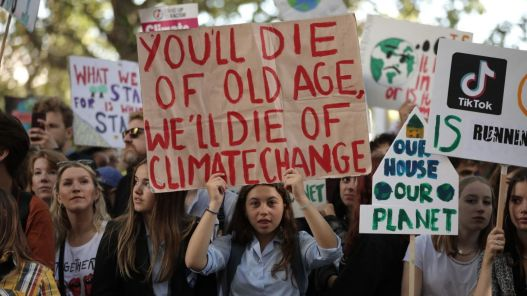 skynews-climate-change-protest_4780724