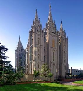 Salt_Lake_Temple,_Utah_-_Sept_2004-2